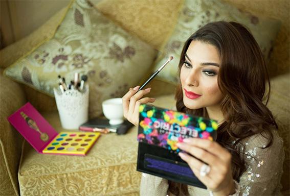 Inside article3-Samaira Sandhu-Makeup Artist