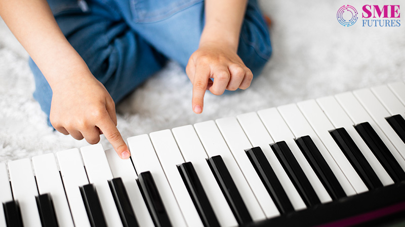 Muzigal-Making the harmony easy for online music learners